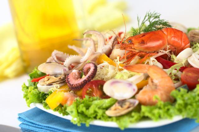 Праздничные салаты с морепродуктами с фото