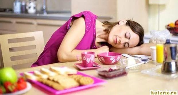 Кормить всех во сне мясной едой, к примеру, паштетом или холодцом — признак беспричинной злости.